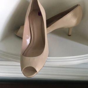 Tahari Nude Jayne Peep Toe Heels SZ 8.5